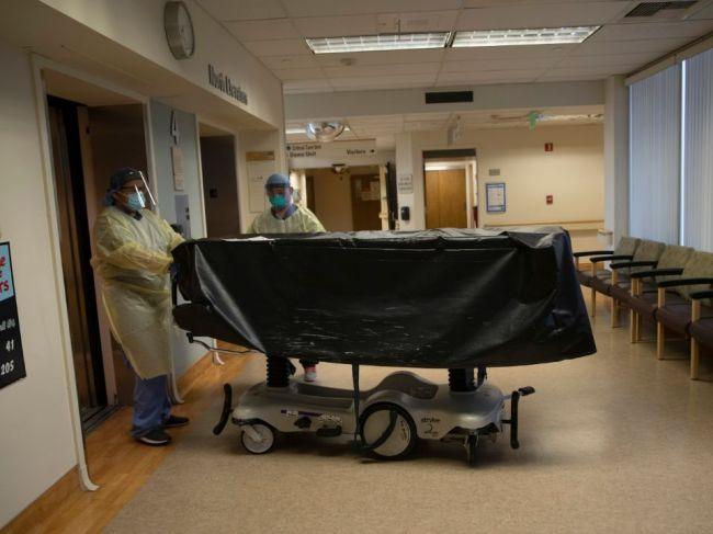 Koronavírus: Počet úmrtí v USA prekročil hranicu 200.000