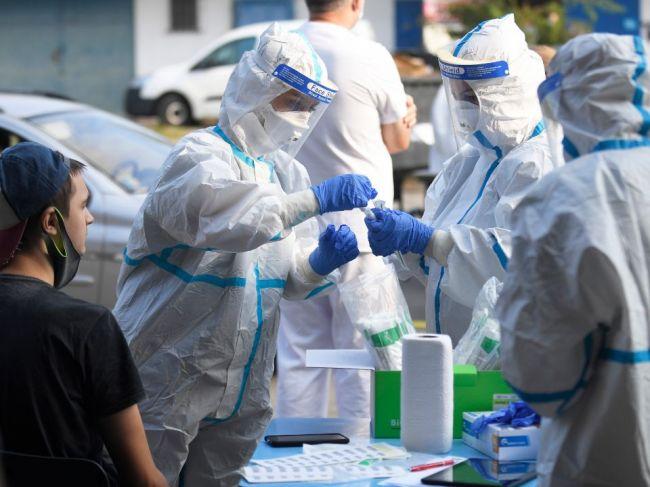 Slovensko prelomilo rekord z utorka, nových prípadov je najviac od začiatku pandémie
