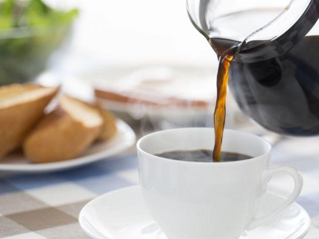 Nikdy nepite kávu pred raňajkami! Takéto to môže mať následky