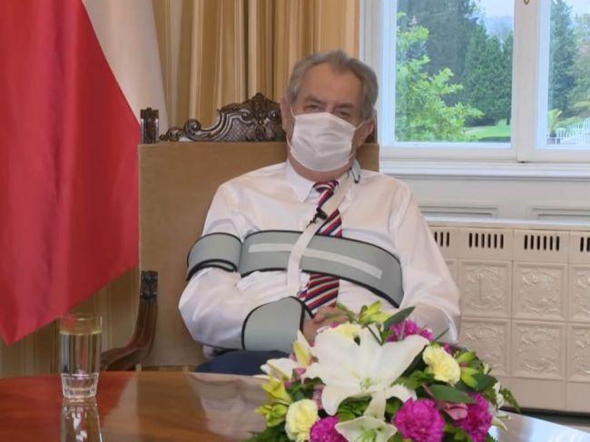 Zeman v prejave poďakoval zdravotníkom a skritizoval