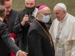 Koronavírus potvrdili aj mužovi žijúcemu v rovnakom sídle ako pápež