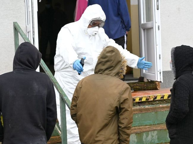 Na Slovensku pribudli štyri úmrtia na pľúcnu formu ochorenia COVID-19