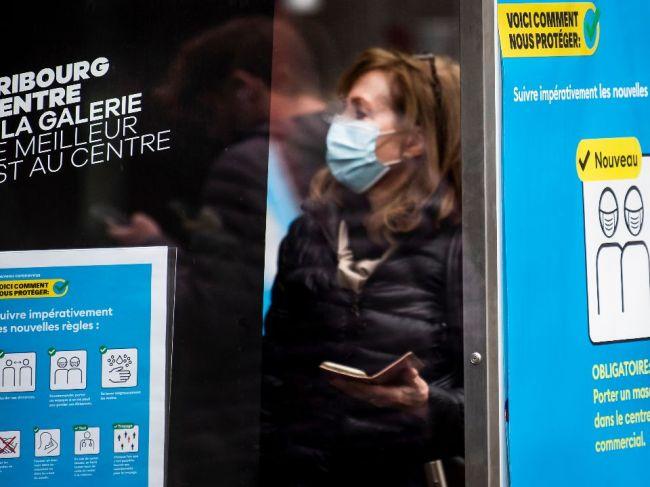 Počet nakazených vo Švajčiarsku prudko stúpa, vláda zavádza obmedzenia