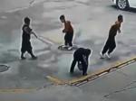 Video: Pre toto nesmiete hádzať petardy do kanálu