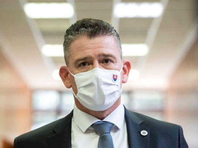Vláda nevylučuje úplný lockdown, situáciou sa bude zaoberať pandemická komisia