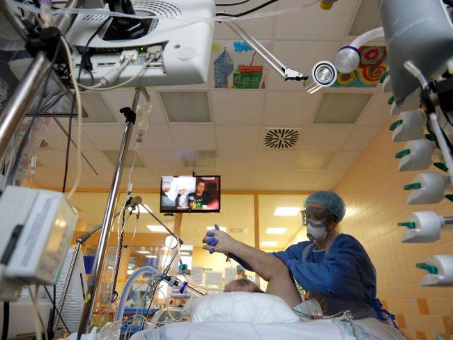 V Česku za piatok dosiaľ pribudlo 8075 nových prípadov nákazy a 44 úmrtí