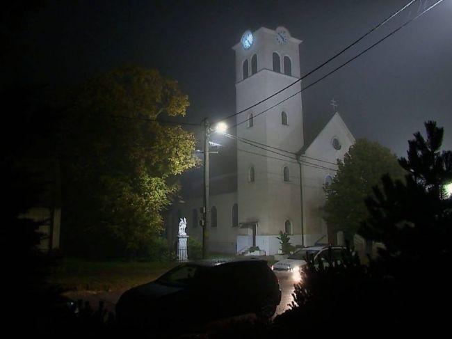 Polícia nadránom kontrolovala, či kňaz zrušil omšu avizovanú na 4. hodinu