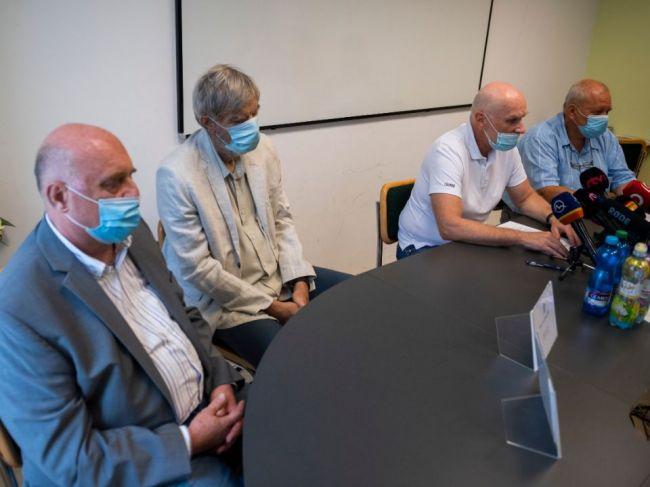 Lekári vyzvali vládu, aby zvážila celoplošné testovanie