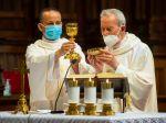 Biskupi znovu apelujú na vládu, aby sa bohoslužby mohli čo najskôr obnoviť