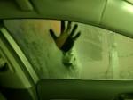 Video: Autoumyváreň sa zmenila na hororovú jazdu