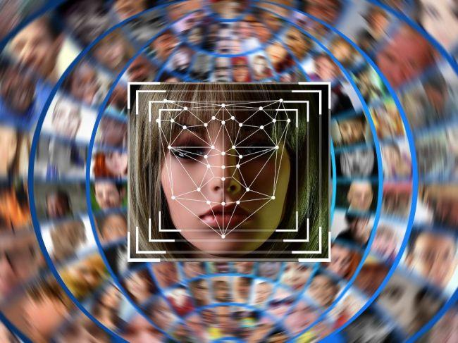 Tvárová biometria vie odhadnúť vek a pohlavie a aj rozmazať obrazovku mobilu