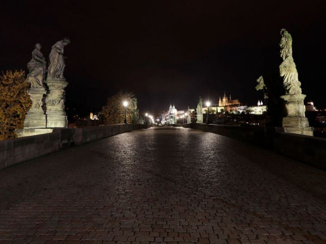 Česká vláda schválila uvoľnenie epidemiologických opatrení