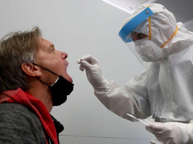 Nákaza koronavírusom vytvára imunitu na najmenej pol roka