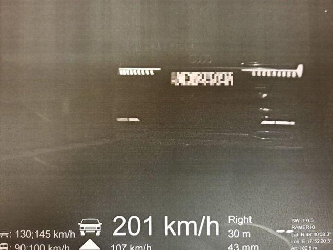 19-ročný vodič sa rútil po diaľnici rýchlosťou 201 km/h