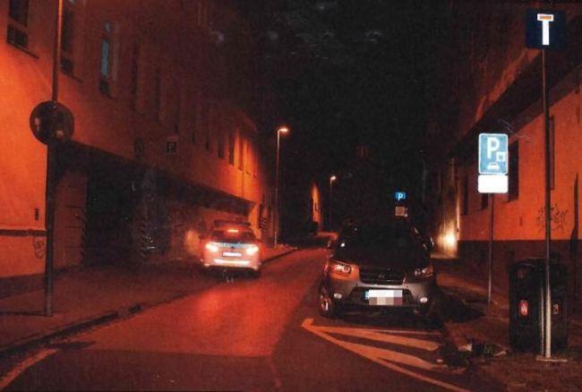 Policajti vyšetrujú nehodu, pri ktorej vodič zrazil chodca a ušiel