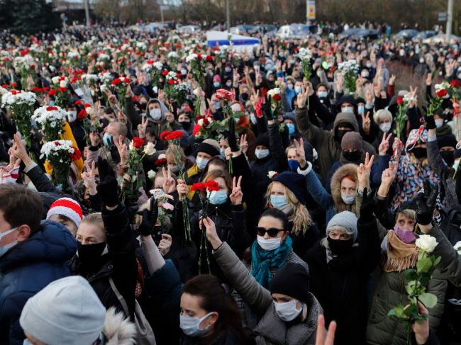 Na proteste v Minsku zadržali desiatky ľudí