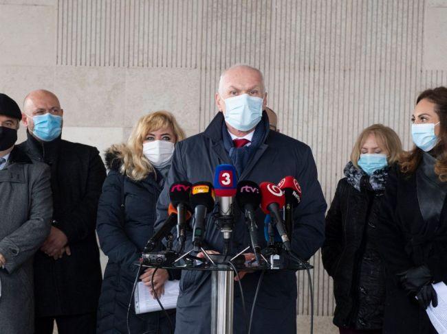 Slovenská lekárska komora: Opatrenia na Slovensku treba čím skôr sprísniť
