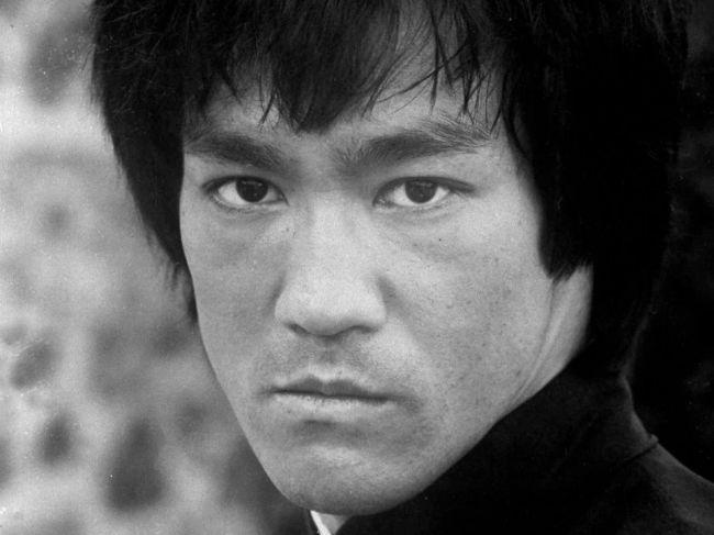 Bruce Lee, filmový kráľ bojových umení, sa narodil pred 80 rokmi