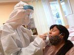 Vzrástol počet obetí koronavírusu, v nedeľu sa veľa netestovalo