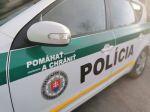 Muž zaútočil na privolaných policajtov, hrozí mu 25-ročné väzenie
