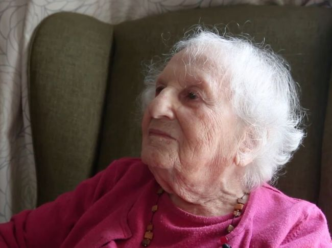 102-ročná starenka bývala vedľa Hitlera. Z jej spomienok behá mráz po chrbte