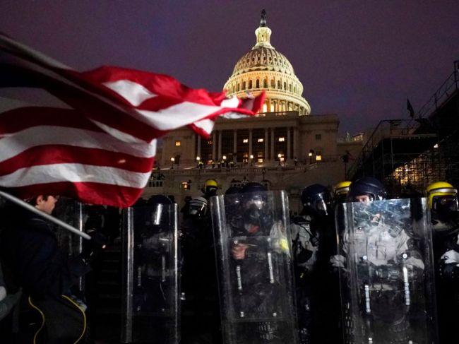 Príslušníci Národnej gardy v uliciach Washingtonu sú od utorka ozbrojení