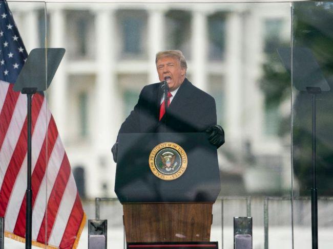 Impeachment podporí aj viacero republikánskych kongresmanov