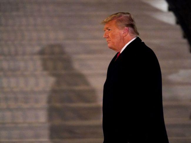 New York po násilnostiach v Kapitole vypovie obchodné zmluvy s Trumpom