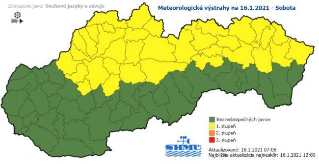 SHMÚ: Snehové záveje a jazyky sa môžu vyskytnúť na severe Slovenska