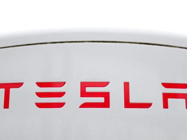 Tesla začala s dodávkami Modelu Y zo závodu v Šanghaji čínskym zákazníkom