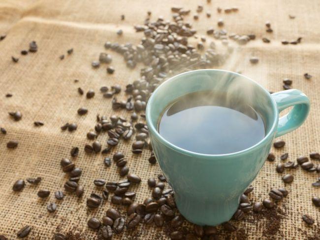Uvažujete nad vysadením kávy? Pozor, toto sa vám môže stať s pokožkou!