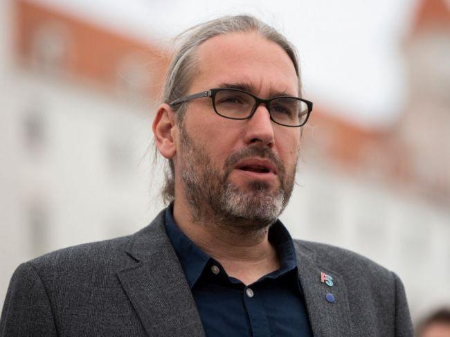 Slovenskí europoslanci sa postavili za očkovacie preukazy, majú však jednu podmienku