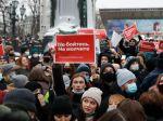 Na proteste v Moskve zadržali Navaľného manželku