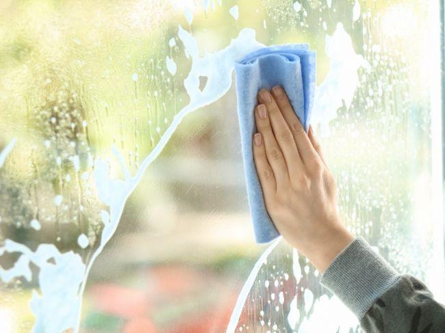 8 vecí v domácnosti, ktoré by ste nikdy nemali čistiť pomocou saponátu