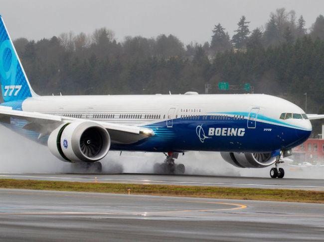 Boeing odporúča aerolíniám, aby pozastavili prevádzku niektorých lietadiel