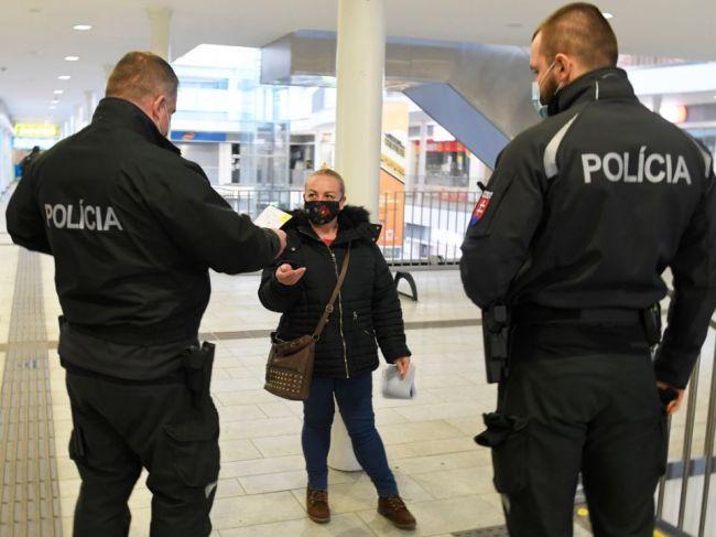 V Spišskej Novej Vsi otvorili predajne textilu, prípad rieši polícia