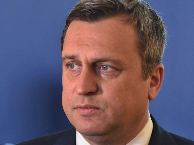 SNS vyzýva poslancov NRSR, aby odmietli núdzový stav, vládu zas na podanie demisie