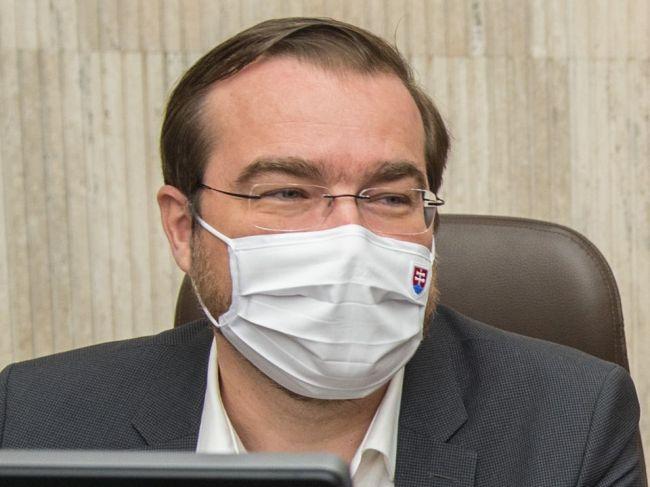 Krajčí zostáva vo funkcii ministra, mrzia ho reakcie niektorých partnerov