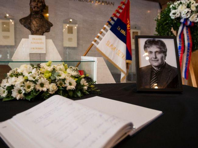 Pamiatku Ľubomíra Petráka si na jeho pohrebe uctili stranícki kolegovia i vedenie NRSR