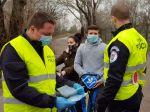 Polícia v Rožňave kontrolovala stovky ľudí na platný test na COVID-19
