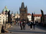 V Česku pribudli tisíce nakazených koronavírusom, začali platiť prísnejšie opatrenia