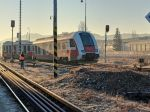Na stanici v Brezne došlo k vykoľajeniu vlaku, doprava je zastavená