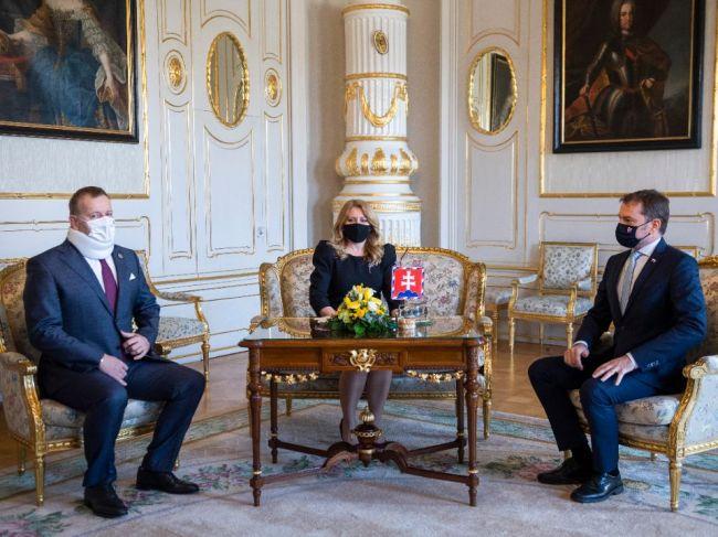 Vláde a prezidentke sa vyhrážajú, možný teroristický útok preveruje aj SIS