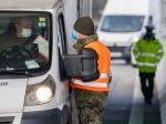 Profesionálni vojaci sú už takmer rok nasadzovaní na pomoc v boji s pandémiou