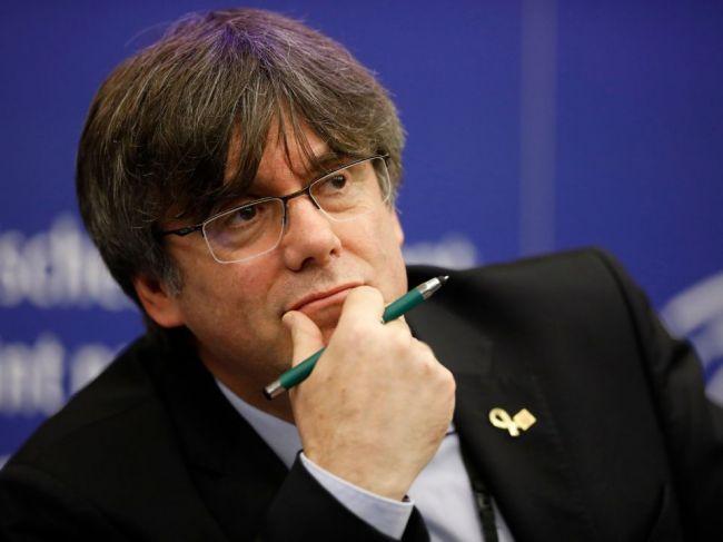 EP rozhodol o odobratí imunity Puigdemontovi a ďalším dvom katalánskym politikom