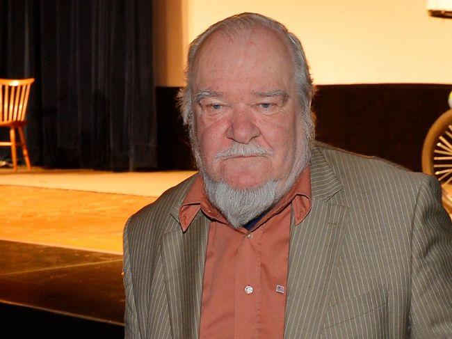 Výnimočný bábkar a obľúbený básnik Jozef Mokoš sa dožíva 80 rokov
