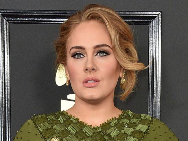Speváčka Adele sa rozviedla, o syna sa bude starať s exmanželom
