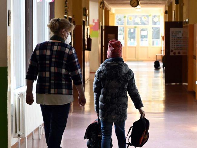 Od 12. apríla sa plošne otvára 1. stupeň ZŠ a MŠ pre deti všetkých rodičov