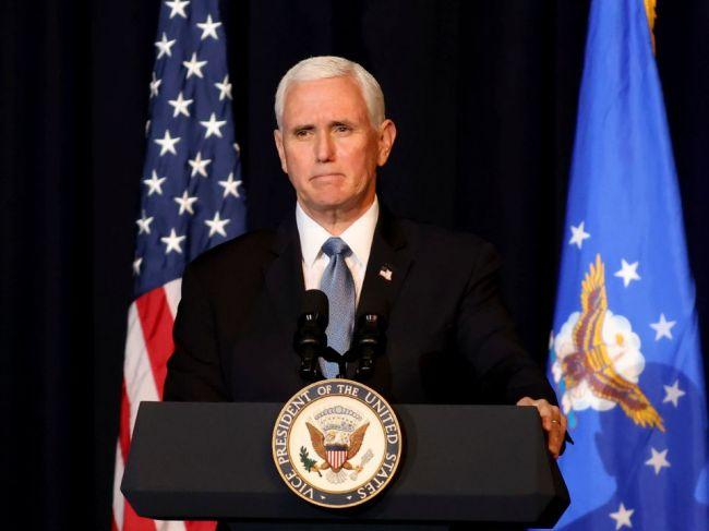Bývalý viceprezident Mike Pence podpísal miliónový kontrakt na knižné memoáre