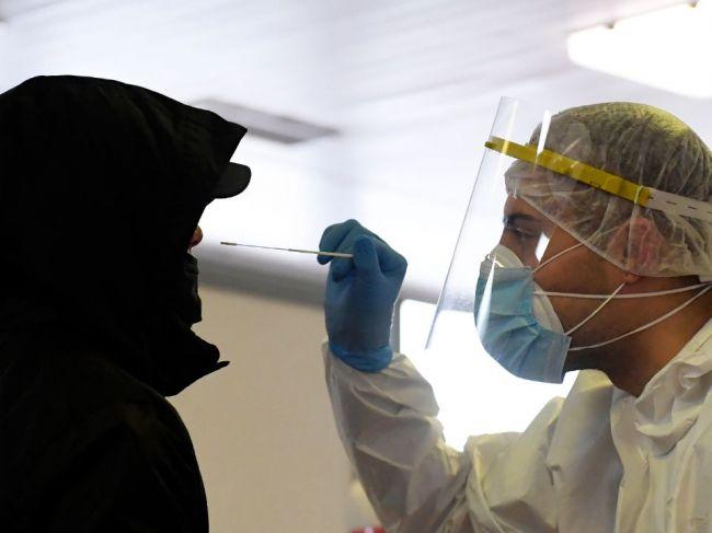Na Slovensku pribudlo 638 prípadov nákazy, počet obetí sa zvýšil o 63